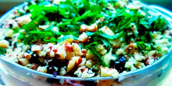 Салат із шампіньйонів із горіхами і чорносливом