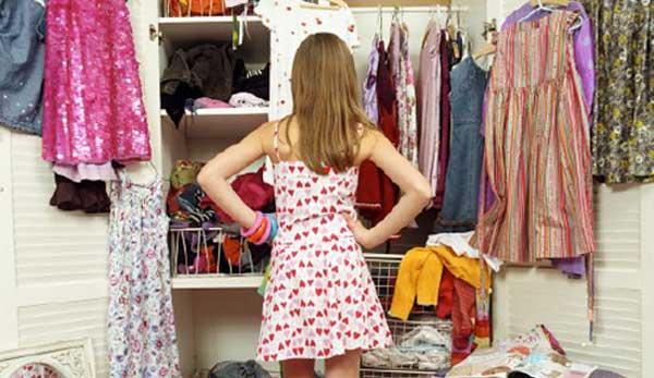 одяг в шафі