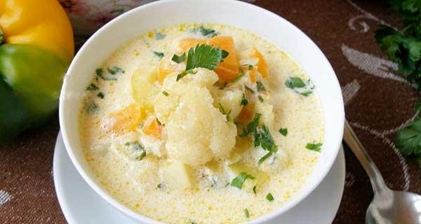 Суп із капусти й кабачків