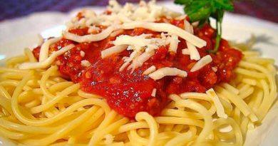 Спагеті під соусом