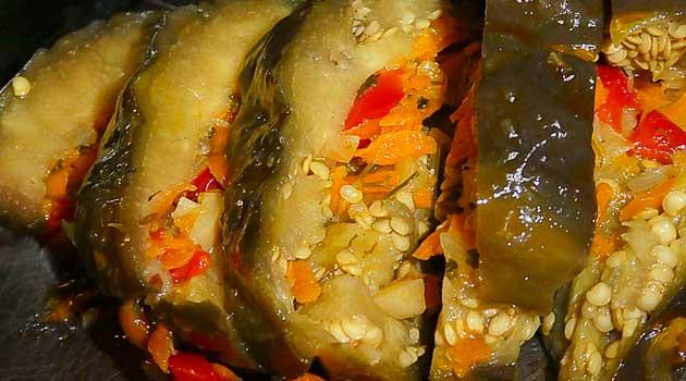 Квашені баклажани, фаршировані овочами