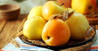 Мочені яблука з медом і базиліком