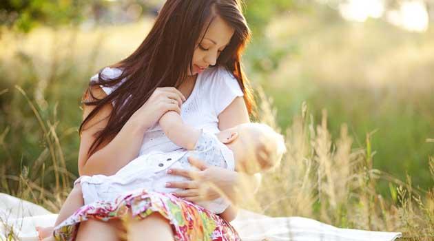 Коли відлучати дитину від грудей