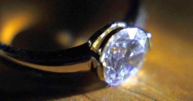 Проковтнув каблучку з діамантом