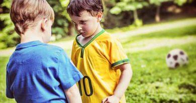 Що робити батькам, коли їхня дитина б'є інших?