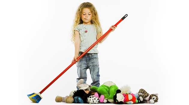 Як навчити дитину прибирати