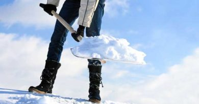 Лопата в зимову пору
