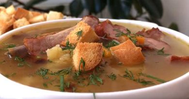 Гороховий суп із копченими реберцями