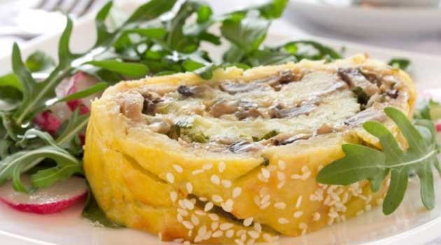Картопляний рулет із грибами та овочами
