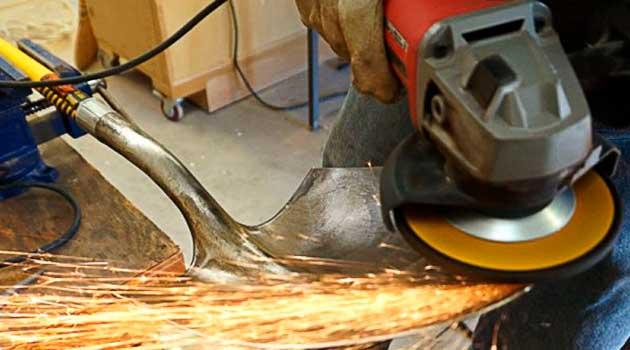 Як нагострити лопату болгаркою