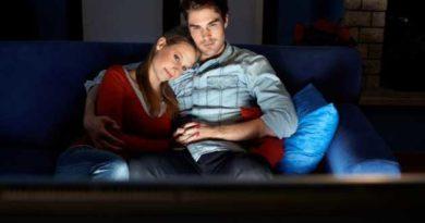 Як телевізор впливає на інтимне життя