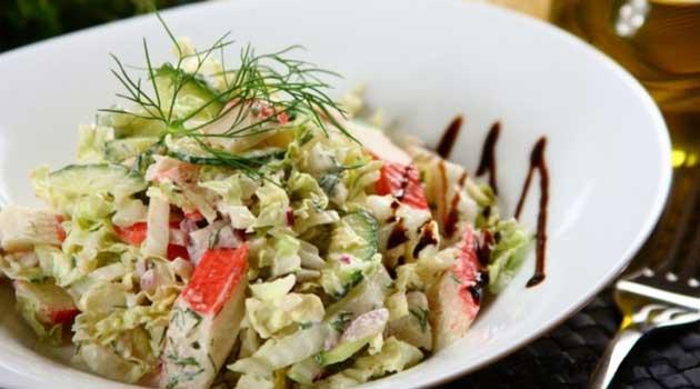 Салат із крабовими паличками та грибами