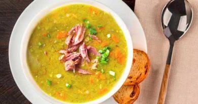 Гороховий суп із копченою грудинкою