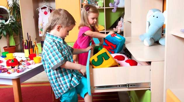 Навчіть малечу отримувати задоволення від прибирання