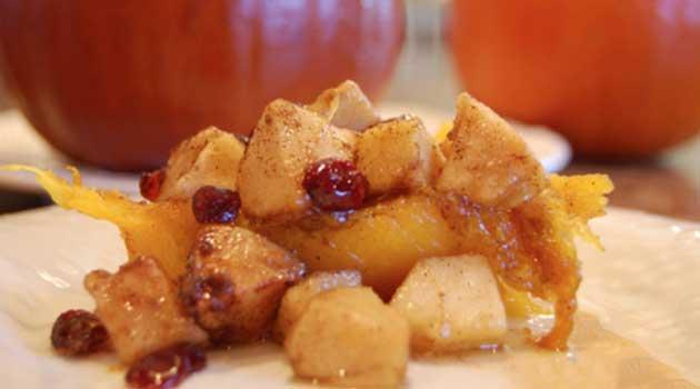 Печений гарбуз з яблуками і журавлиною