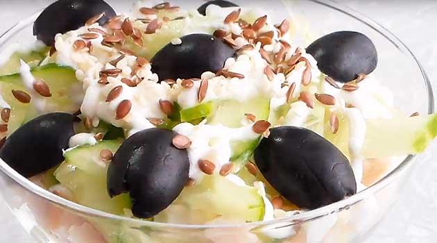 Салат із копченим курячим філе й грушею