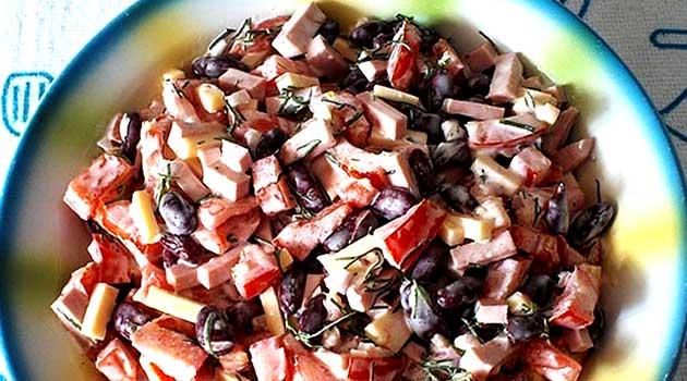 Салат із курячого філе із червоною квасолею