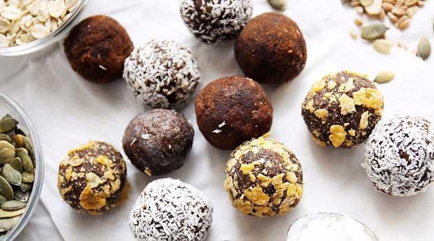 Цукерки з печива з сухофруктами і горіхами