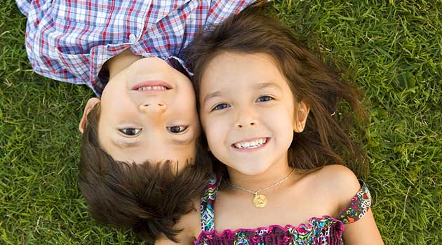 Як навчити сина дружити з дівчатками