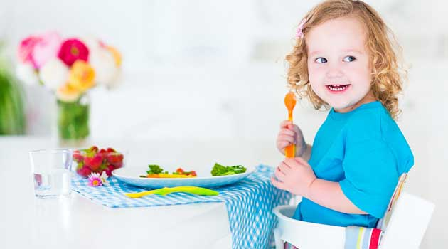 Як навчити малюка гарних манер за столом