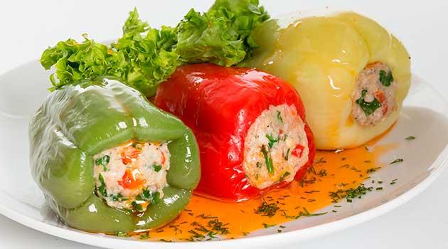 Фаршировані перці в сметанному соусі