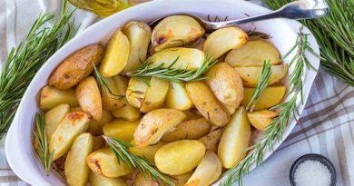 Молода картопля з розмарином