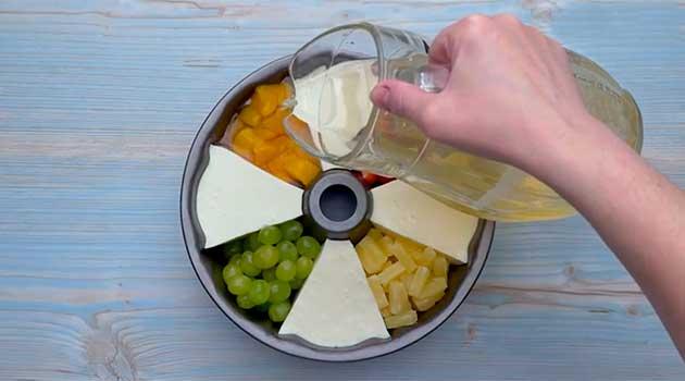 Приготування желейного торту з фруктами