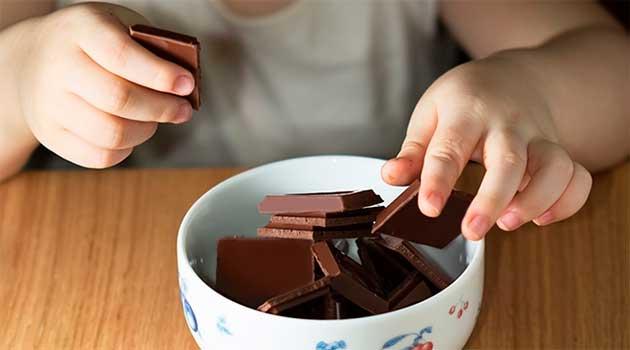 Чи можна дітям їсти шоколад?
