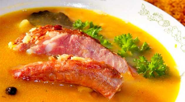 Гороховий суп із копченостями