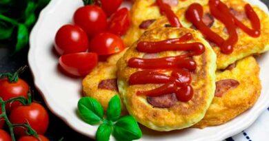 Картопляні оладки з ковбасою