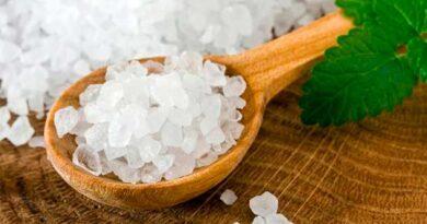 Морська сіль очистить шкіру обличчя