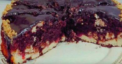 Шоколадний пиріг із сиром і вишнею