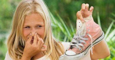 Як позбутися запаху у взутті
