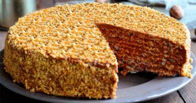 Вафельний торт із халвою
