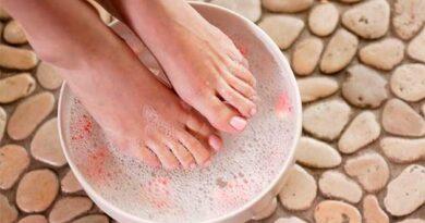 Ванна для ніг з милом, сіллю і йодом