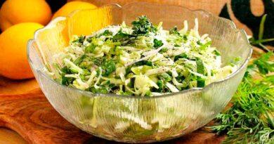 Салат з молодої капусти із насінням соняшника