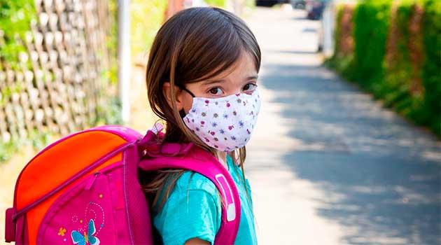 діти в медичних масках
