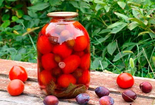 Консервовані помідори зі сливами