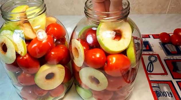 Мариновані помідори з яблуками