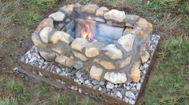 Вогнище з глини, каменю і бетону