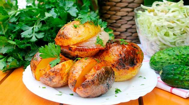 Картопля з салом у фользі