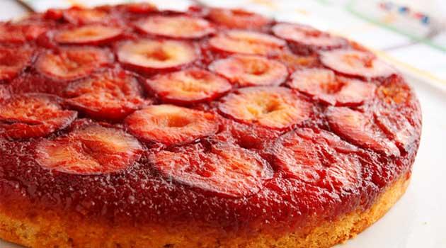 Перевернутий пиріг зі сливами