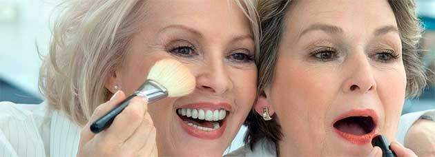 Що повинно бути в косметичці у жінок елегантного віку