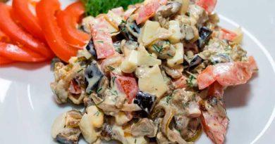 Салат із баклажанами і яйцями