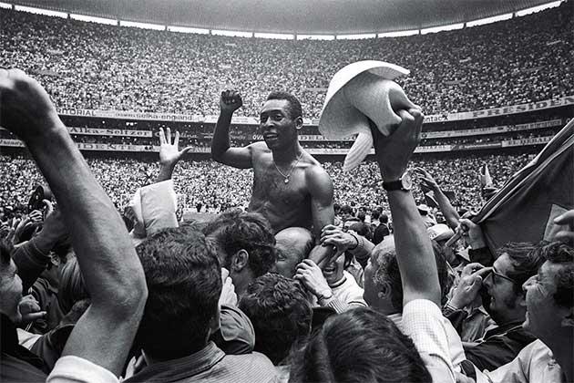 Пеле, визнаний кращим футболістом ХХ століття