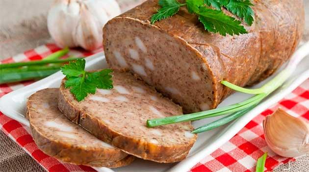 Печінкова ковбаса із салом і часником