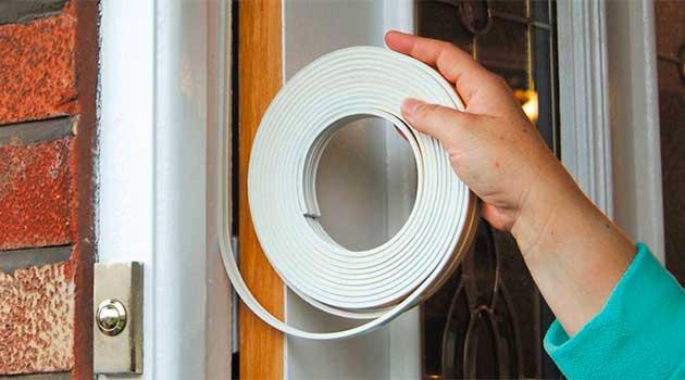 Монтаж гумового ущільнювача дверей на липкій основі