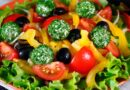Овочевий салат зі сирними кульками