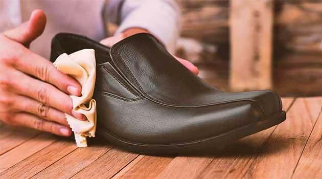 Як видалити сольові розводи із взуття