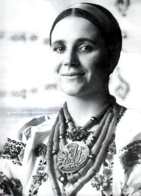 Ніна Матвієнко в юності